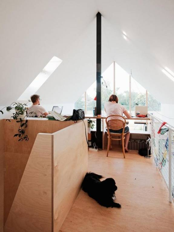 birou la mansarda 1
